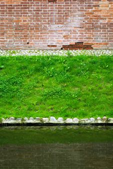 Free Brick Wall, Lawn And Pond Stock Photos - 35234513