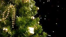 Free Christmas Tree Rotates Stock Images - 35235154
