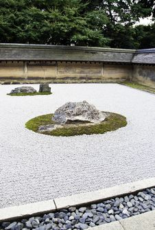 Free Rock Garden At The Ryoan-ji Temple In Kyoto, Japan. Stock Photography - 35251372