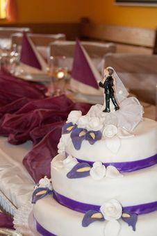 Free Beautiful Wedding Cake Royalty Free Stock Photos - 35255078