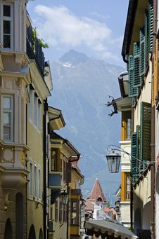 Free Moreno Street On The Background Of The Alps Stock Photo - 35257900