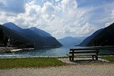 Free Bench On The Shore Of A Lake Royalty Free Stock Photo - 35258455