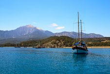 Free Sailing Yacht Sail Through The Sea On The Background Of Mountains Royalty Free Stock Image - 35261966
