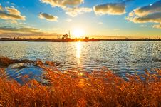 Free The Setting Sun Lake Pumping Unit Royalty Free Stock Photo - 35287435