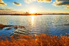 Free The Golden Grass Lake Pumping Unit Royalty Free Stock Image - 35287446