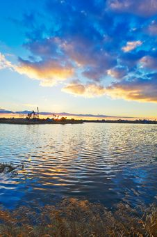 Free The Lake And Cloudscape Sunset Royalty Free Stock Images - 35287459