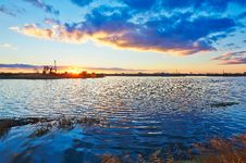 Free The Pumping Unit And Lake In The Afterglow Stock Images - 35287494