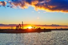 Free The Oil Fields And Lake In The Afterglow Royalty Free Stock Photos - 35287498