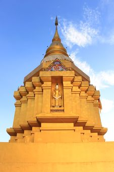 Free Pinitphrasart Temple Front View Royalty Free Stock Photography - 35290837