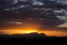 Free Table Mountain From The East II Royalty Free Stock Photo - 35297975