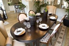 Free Luxurious Dining Table Stock Photography - 3537782