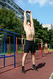 Free Athletic Workout In Summer Stock Photos - 35306873