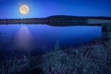 Free Mountain Lake Near Forest Stock Image - 35327921