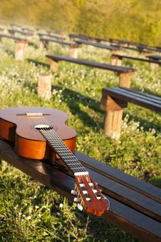 Free Acoustic Guitar Royalty Free Stock Image - 35335566