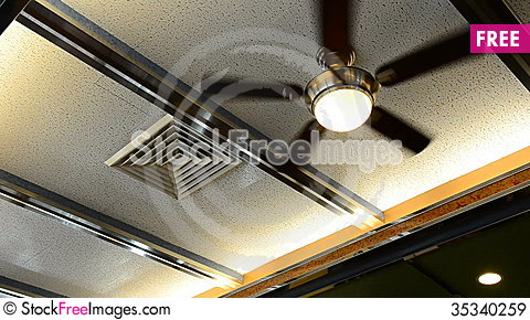 Free Ceiling Fan In Diner Restaurant Royalty Free Stock Images - 35340259