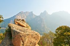 Free The Boulders And Mountains Royalty Free Stock Images - 35367359