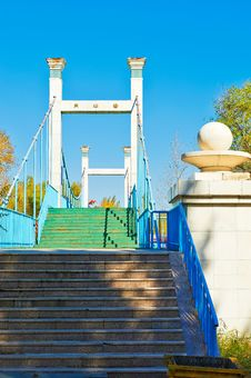Free The Steps And Bridge Royalty Free Stock Images - 35370169