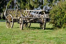 Free Wooden Cart On Grass Royalty Free Stock Images - 35379019