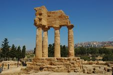Free Greek Temple In Italy Royalty Free Stock Photo - 3544955