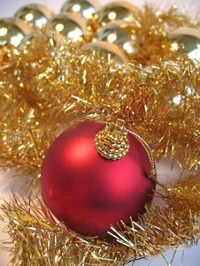 Free Red Christmas Ball Royalty Free Stock Photo - 3545265