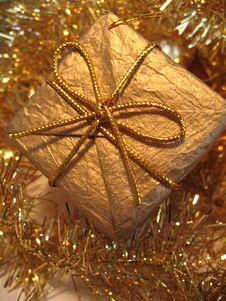 Free Golden Christmas Gift Box Royalty Free Stock Photos - 3545558