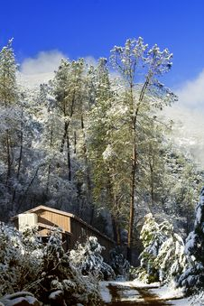 Free Winter Lodge In Yosemite Stock Image - 3546931