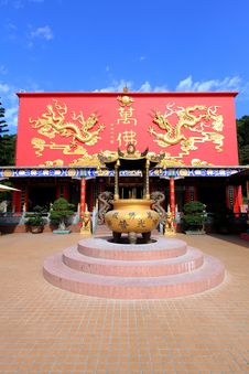Free Ten Thousand Buddhas Monastery Royalty Free Stock Image - 35419426