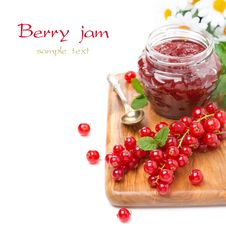 Free Berry Jam In A Glass Jar And Fresh Red Currants On Board Royalty Free Stock Images - 35443909