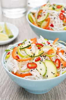 Free Delicious Thai Salad With Vegetables, Noodles And Chicken Royalty Free Stock Photos - 35443968
