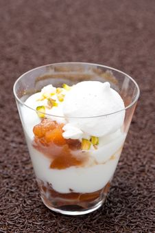 Free Dessert With Peaches, Whipped Cream, Meringue And Pistachios Stock Photos - 35443983