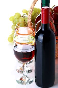 Free Basket With Grapes And Wine Bottles Stock Photo - 35450960