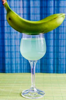 Free Cocktail With Green Banana Royalty Free Stock Images - 35484789