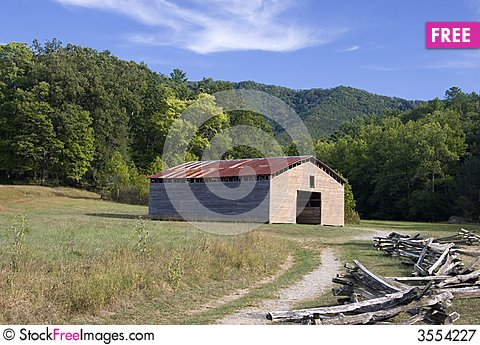 Free Old Barn Royalty Free Stock Photography - 3554227