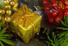 Free Gold Christmas Gift Stock Photos - 3554963