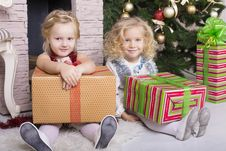 Free Funny Kids With Christmas Gift Stock Images - 35521734