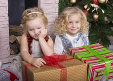 Free Funny Kids With Christmas Gift Stock Image - 35521761