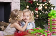 Free Funny Kids With Christmas Gift Stock Photography - 35521832