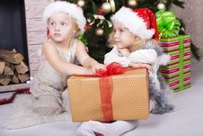 Free Funny Kids In Santa S Hat Royalty Free Stock Photography - 35522167