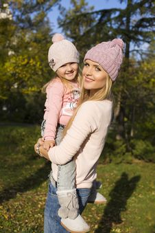 Free Mother And Her Little Girl Having Fun Royalty Free Stock Photos - 35522778