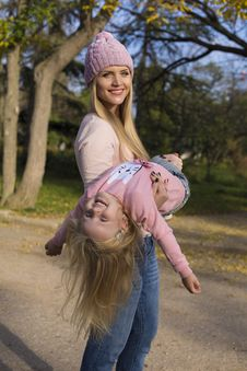 Free Mother And Her Little Girl Having Fun Royalty Free Stock Photos - 35522848