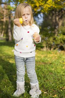 Free Funny Little Girl With Soap Bubbles Stock Photos - 35525043
