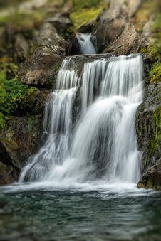 Free Waterfall Stock Images - 35526394