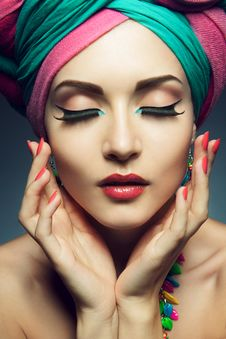 Free Beautiful Lady With Colored Turban Royalty Free Stock Images - 35534039