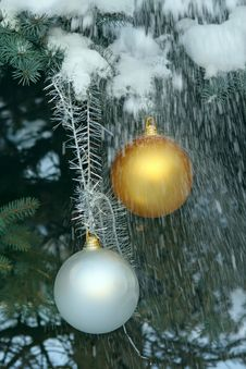 Free Christmas Balls On A Fir-tree In Snow Royalty Free Stock Image - 35548256