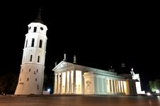 Free Vilnius Cathedral Square By Night Stock Photo - 35550090
