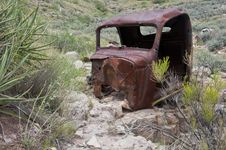 Free Old Rusty Car/truck In Desert Stock Photo - 35555190
