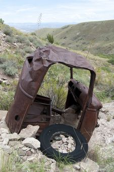 Free Old Rusty Car On Hill Stock Photos - 35555413