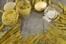 Free Macaroni Border On Wood Stock Image - 35560231