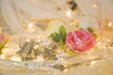 Free Pink Roses On White Lace Stock Images - 35573424