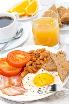 Free Traditional English Breakfast With Eggs, Bacon, Beans, Coffee Stock Photos - 35574203